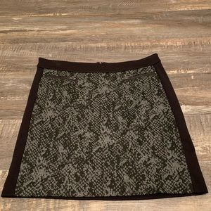 🌻3/20 BANANA REPUBLIC  black and grey skirt